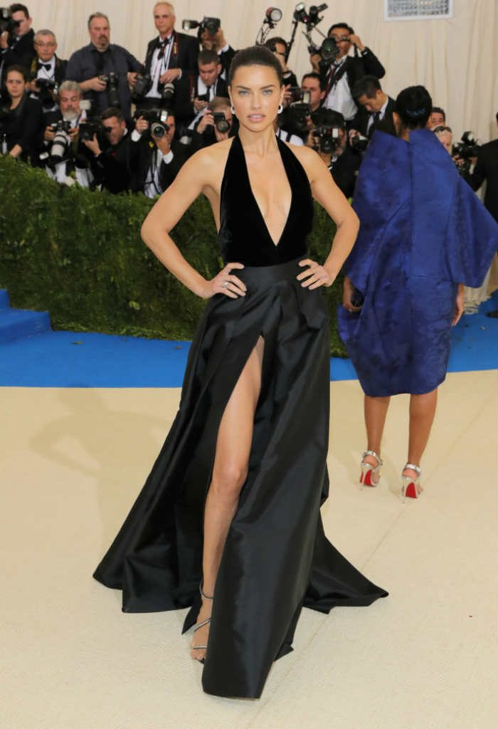 Adriana Lima\'s wardrobe malfunction at Met Gala 2017: Victoria\'s ...