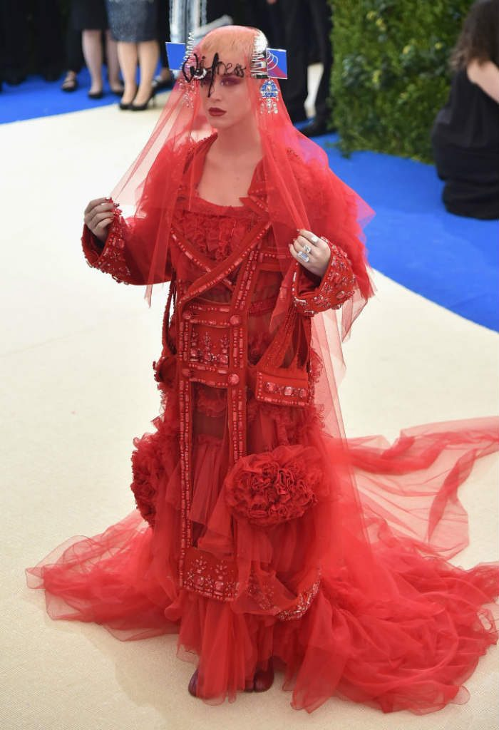 Katy Perry bagged the tag of one of the worst dressed stars at the Met Gala 2017!