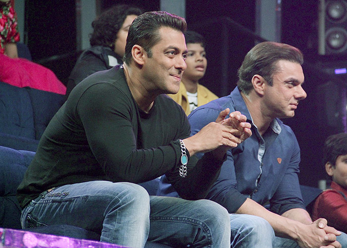 Salman Khan Tears His Jeans and Eats it Too