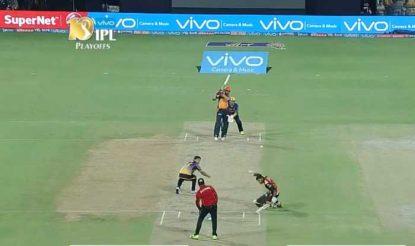 युवराज के जोरदार शॉट से उनके साथी बल्लेबाज विजय शंकर बाल-बाल बचे! (bcci)