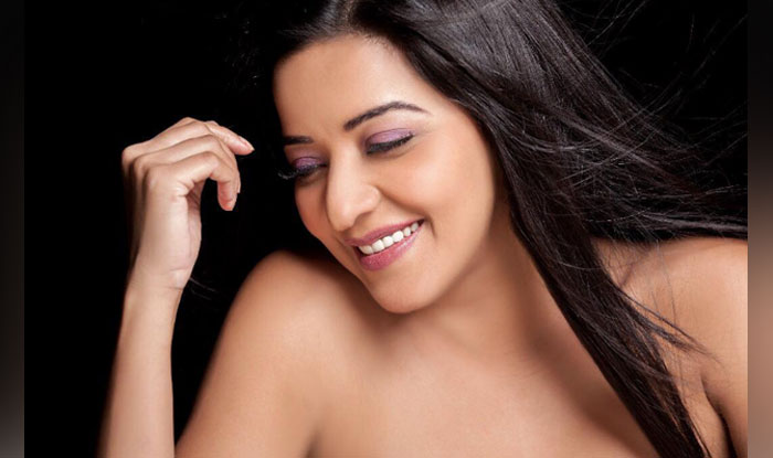 Bhojpuri Actress Monalisa Looks Sexy In The Most Basic Picture Check Out Buzz News India Com