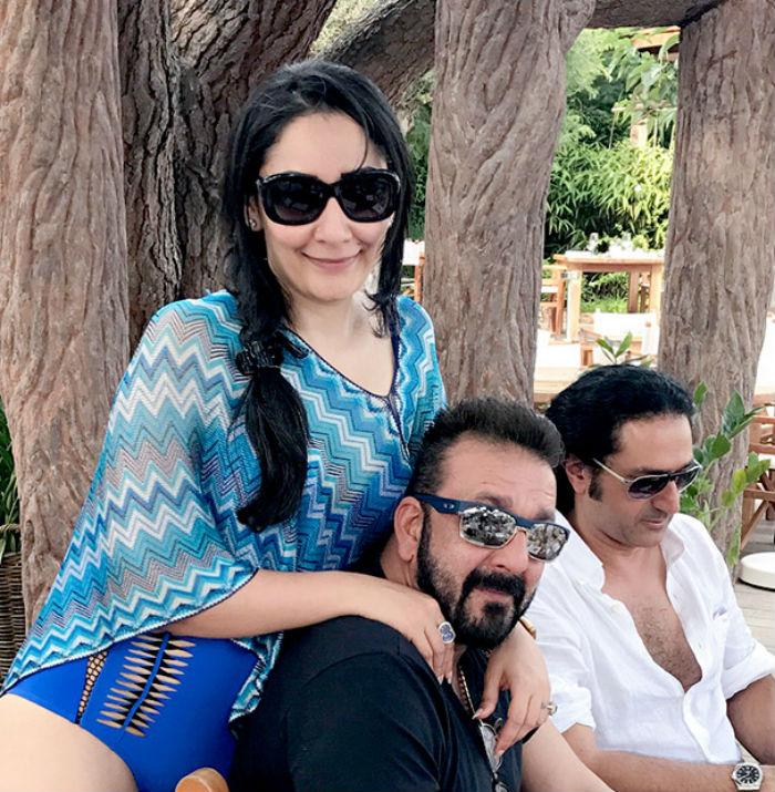Sanjay Dutt's wife Manyata looks HOT in new sexy swimsuit ...