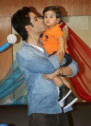 Tusshar-Kapoor-with-Laksshya(6)