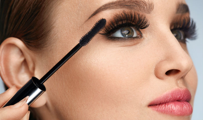 How to Apply Mascara: 10 Tips - Pretty Designs