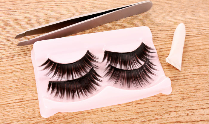b2aea299f32 How to apply false eyelashes: Step-by-step guide to apply falsies perfectly