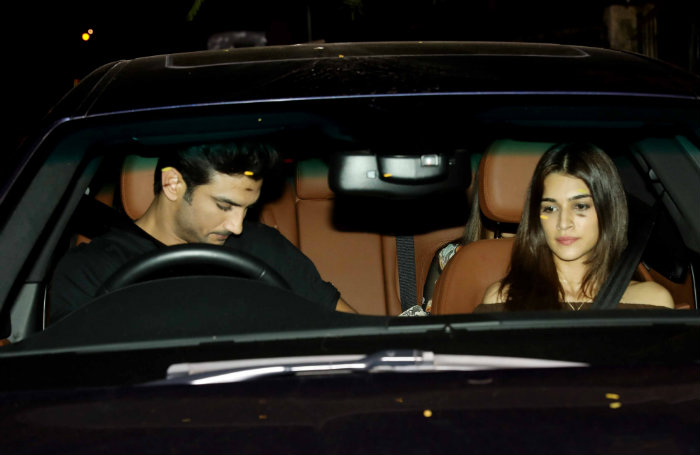 Sushant Singh Rajput and Kriti Sanon snapped on a cozy dinner date!