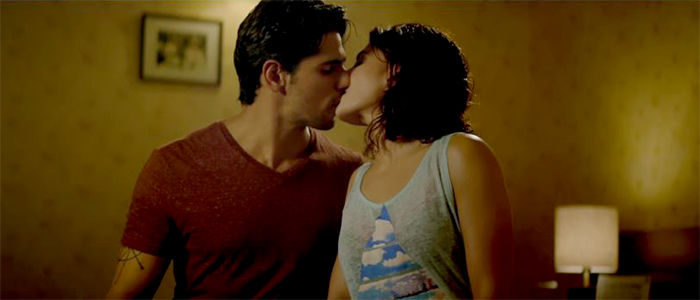 Images - Hot kiss bed scene