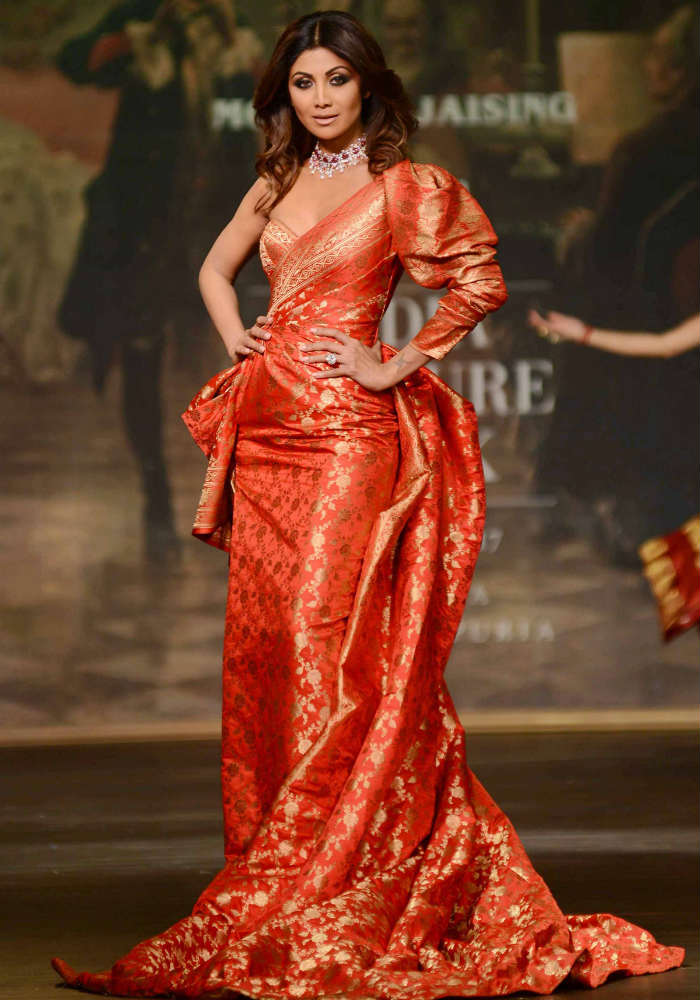 Shilpa Shetty Looks Oh So Gorgeous As Monisha Jaising S Showstopper At The India Couture Week 2017 View Pics India Com