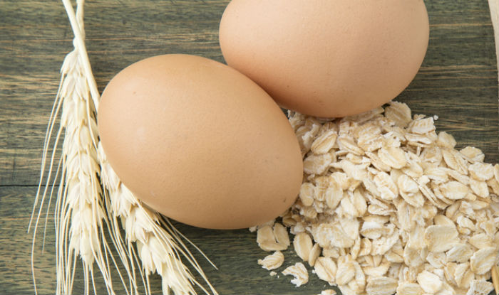 Oatmeal and egg face mask to cleanse your skin