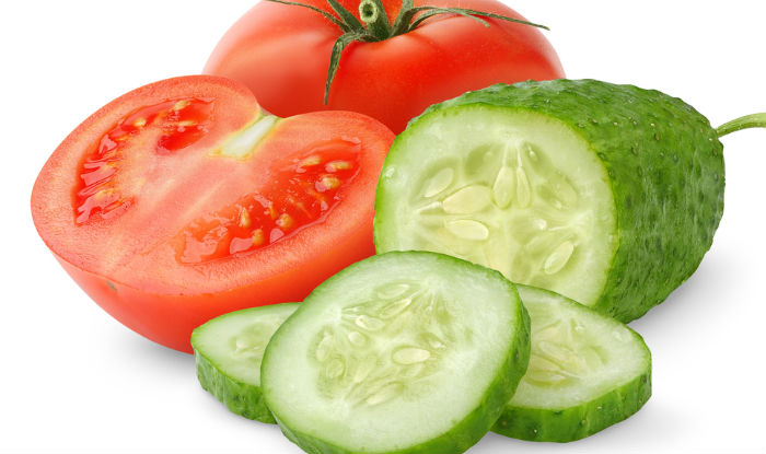 Cucumber, tomato and oats face mask