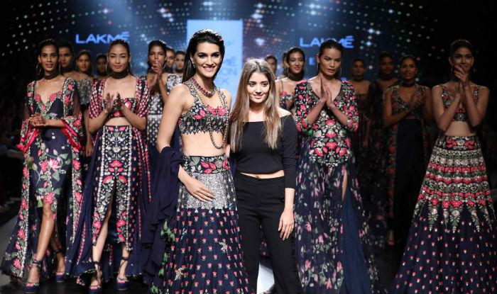 Kriti Sanon Dazzles At Arpita Mehta S Midnight Muse Show At Lakme Fashion Week 2017 India Com