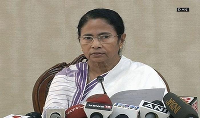 ममता बनर्जी ने 'पद्मावती' विवाद को बताया दुर्भाग्यपूर्ण कहा- राजनीतिक दल की सोची-समझी साजिश