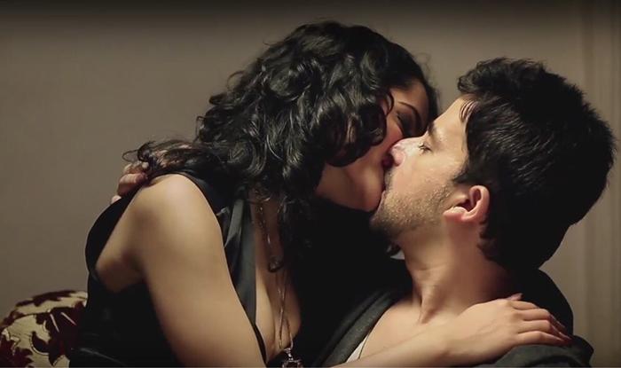 Indian hot kissings