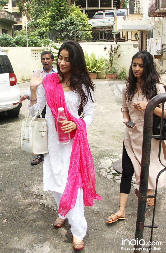 b6bb30b658 Jhanvi is apparently prepping up for the remake of a superhit Marathi film  'Sairat'. For all those who have already watched the movie, might know that  the ...