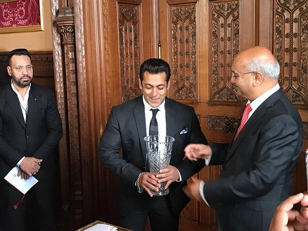 Salman Khan being honoured for his achievements in Global diversity by the UK House of Commons