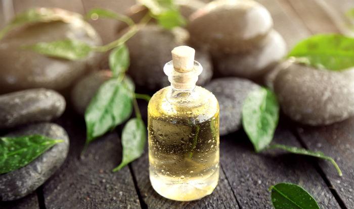Beauty Benefits of Tea Tree Oil: 5 Reasons to Use Tea Tree Oil in Your  Beauty Regimen | India.com
