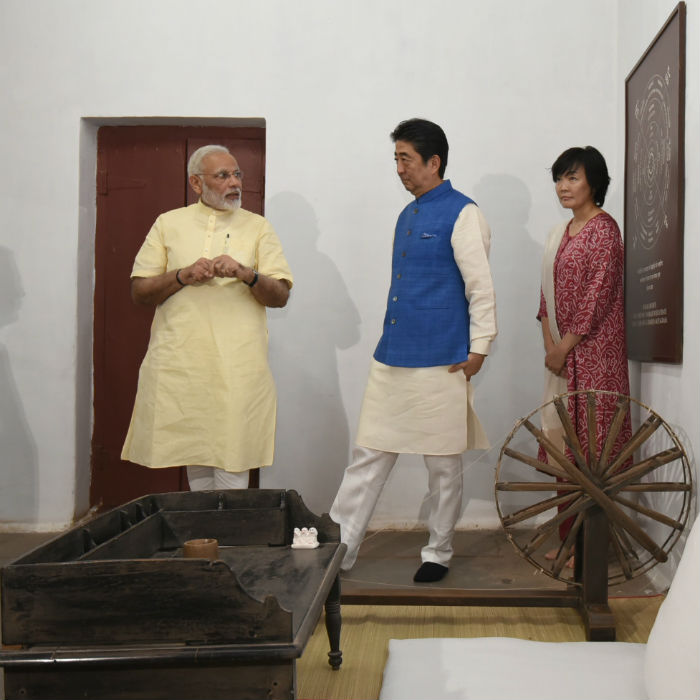 Japanese Prime Minister Shinzo Abe and His Wife Akie Abe Flaunted Traditional Indian Outfits While Meeting Prime Minister Narendra Modi! VIEW PICS