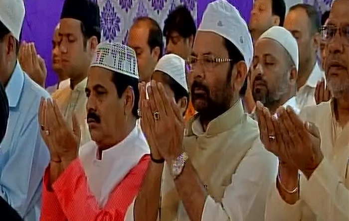 Union minister Mukhtar Abbas Naqvi offers prayer at Panja Sharif Dargah