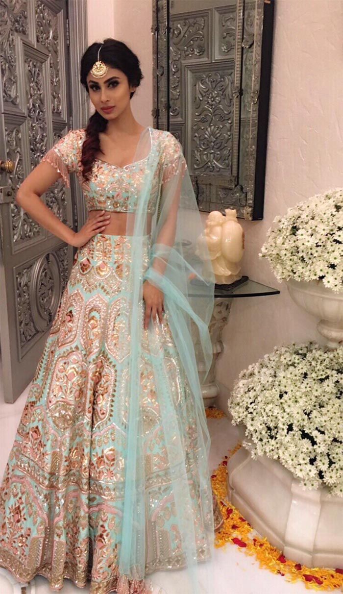 4447b8ea214dd8 Slip into a lehenga to sport a traditional look this Diwali. It's a perfect  piece to be worn to a Diwali bash. To keep it simple, either work your  outfit ...