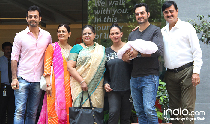Esha Deol and Bharat Takhtani with their baby girl and other family members outside the hospital
