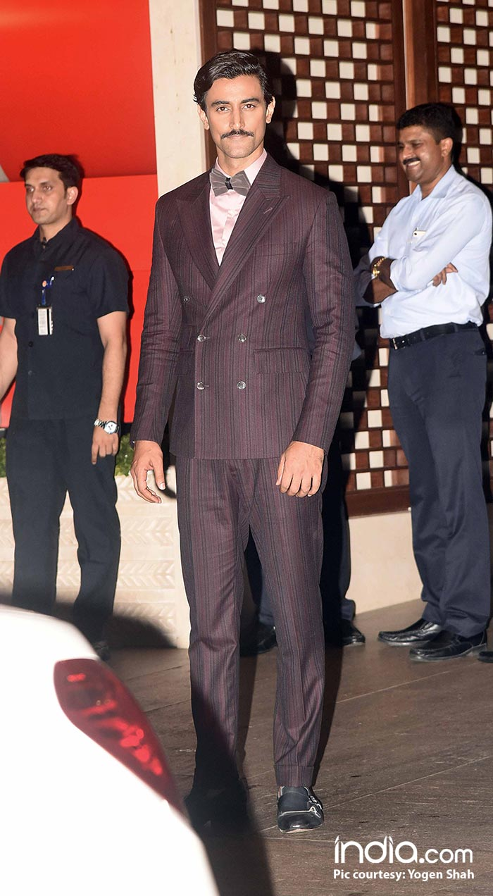 Kunal Kapor looks like a yesteryear's actor in this retro look
