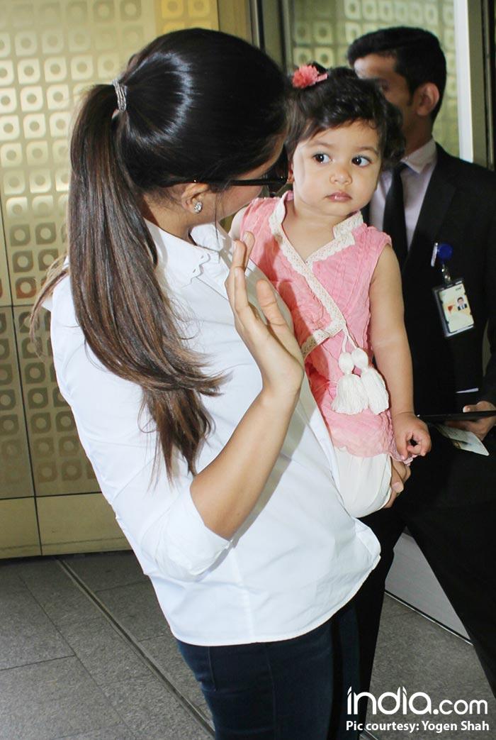 Misha-and-mira-kapoor-spotted-at-airport--(1) (1)