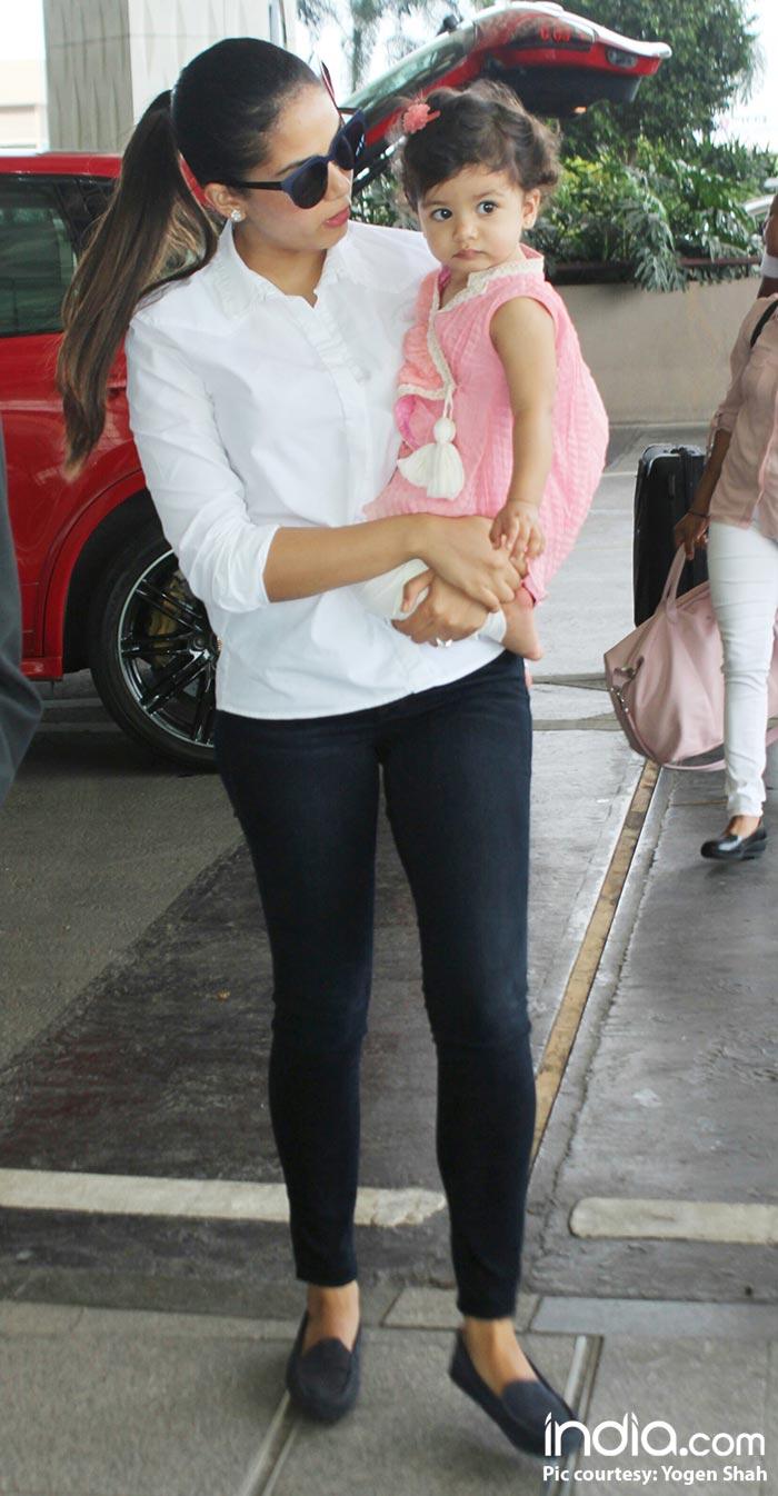 Misha-and-mira-kapoor-spotted-at-airport--(5)