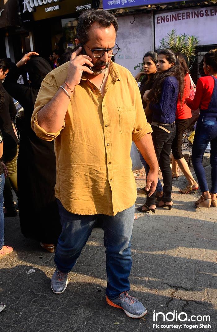 Shahrukh-Khan-And-Katrina-Kaif-Spotted-At-Bastion-Hotel-Bandra--(13)