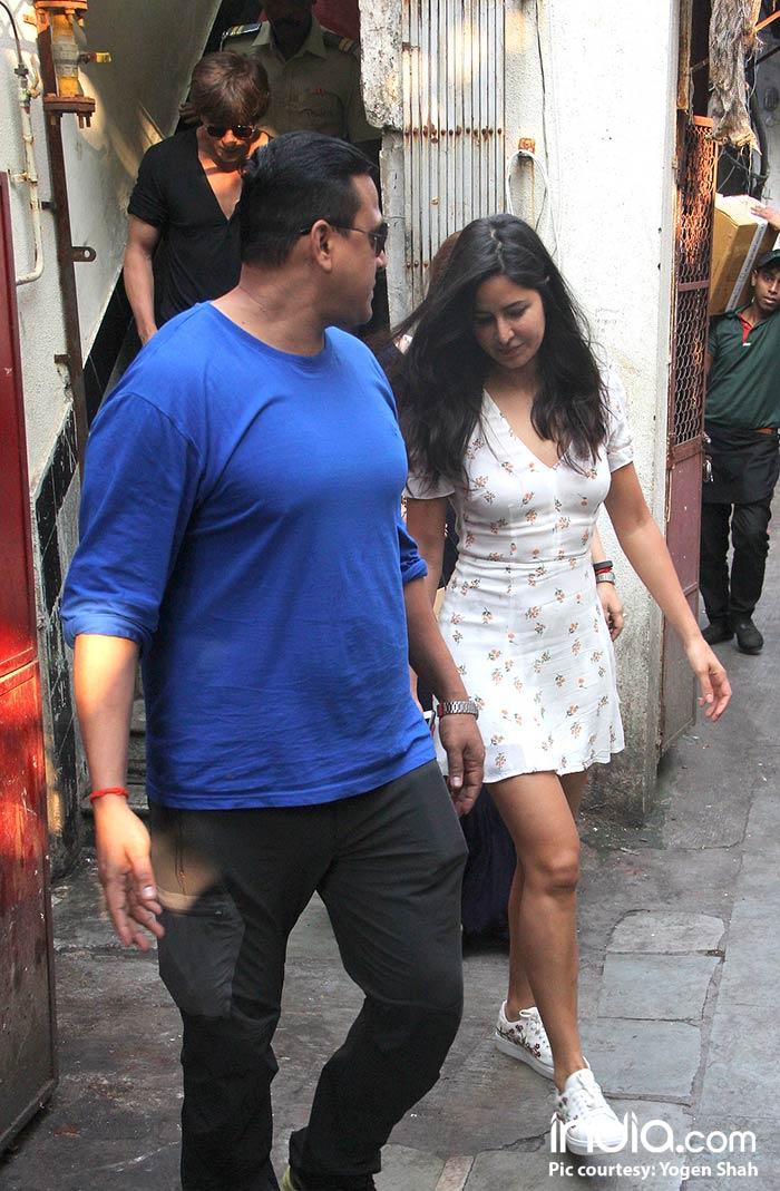 Shahrukh-Khan-And-Katrina-Kaif-Spotted-At-Bastion-Hotel-Bandra--(3)
