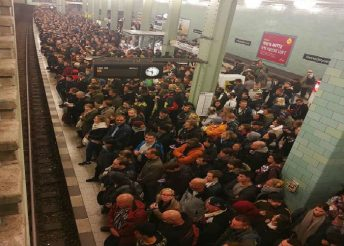 Commuters stranded at Berlin station (Image: Twitter)