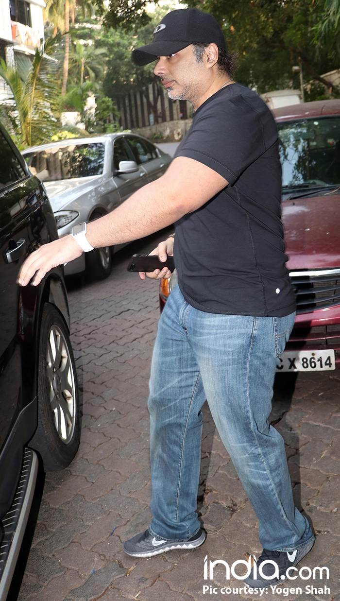 Uday-Chopra-spotted-at-Emraan-Hashmi-house-(3)