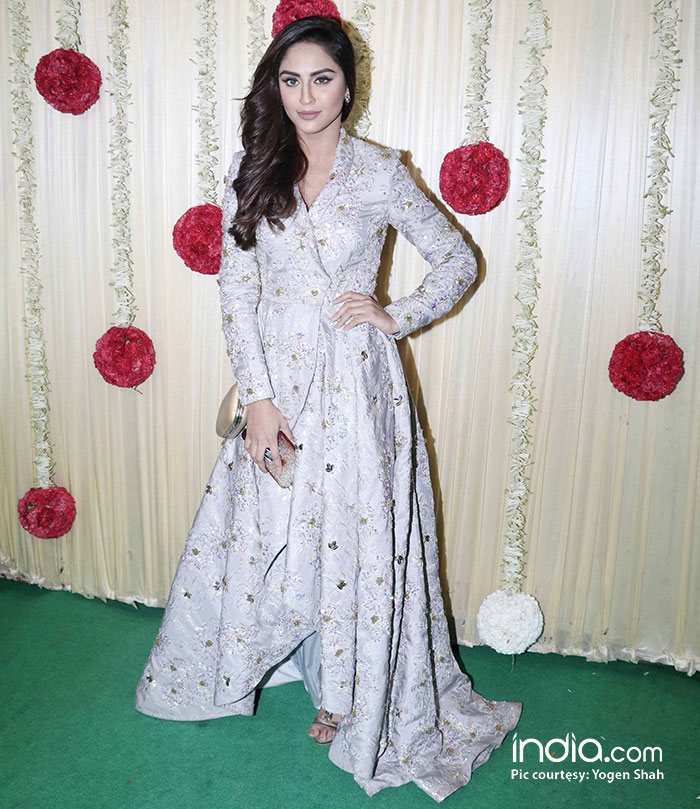 alia-bhatt-sidharth-malhotra-sonam-kapoor-,-sonakshi-etc-at-ekta-kapoor-party-at-krishna-bunglow-(18)