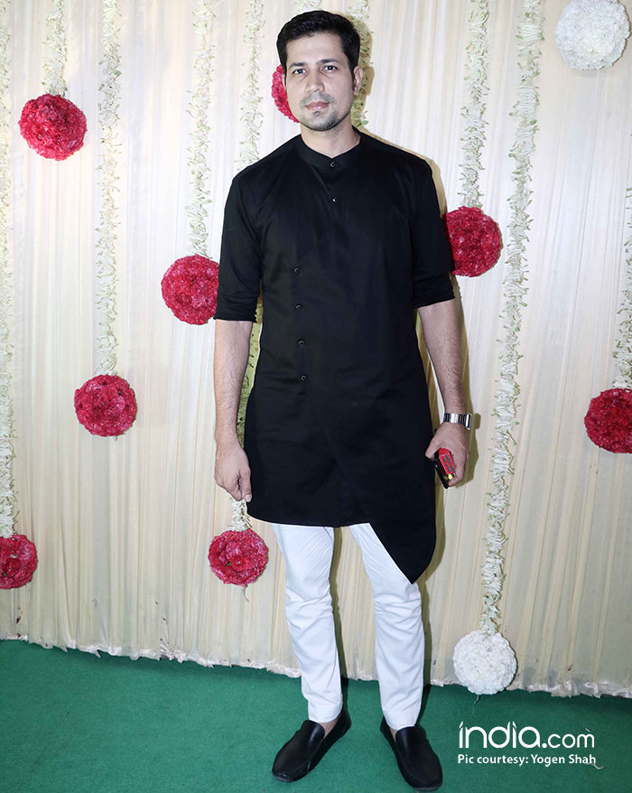alia-bhatt-sidharth-malhotra-sonam-kapoor-,-sonakshi-etc-at-ekta-kapoor-party-at-krishna-bunglow-(20)