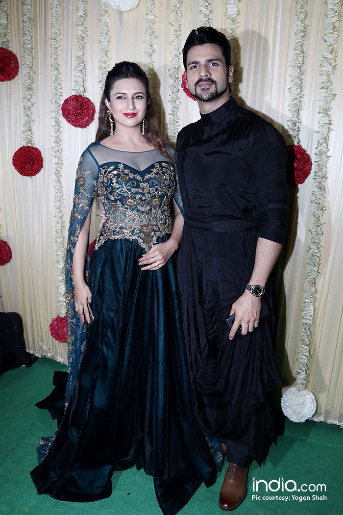 alia-bhatt-sidharth-malhotra-sonam-kapoor-,-sonakshi-etc-at-ekta-kapoor-party-at-krishna-bunglow-(5)