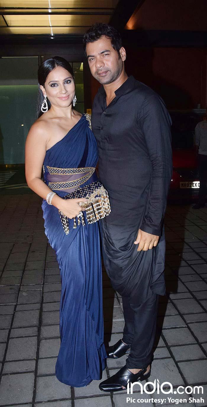 Shabbir Ahluwalia with wife at dear friend's Arpita Khan's diwali bash