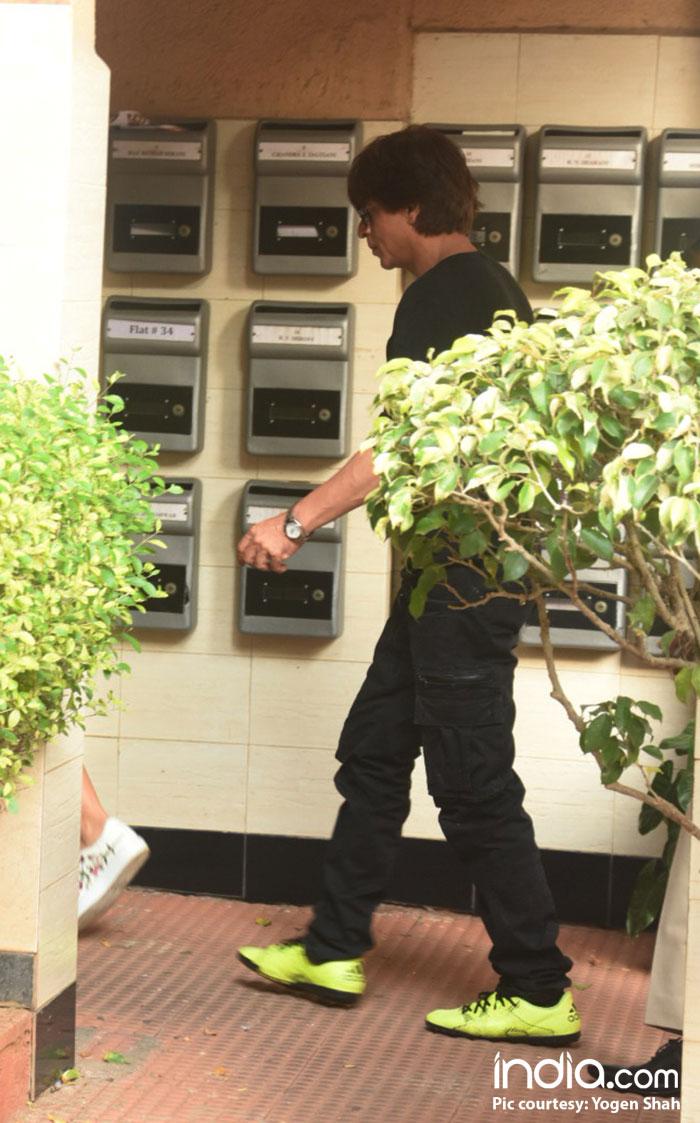 shahrukh-khan-and-katrina-kaif-snapped-at-bastian-restaurant-bandra--(11)
