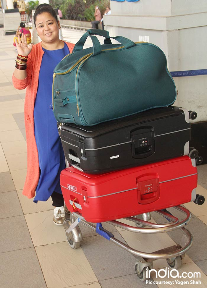 Bharti-Singh-will-be-leaving-for-Goa-today-for-her-wedding-spotted-at-airport-(1)