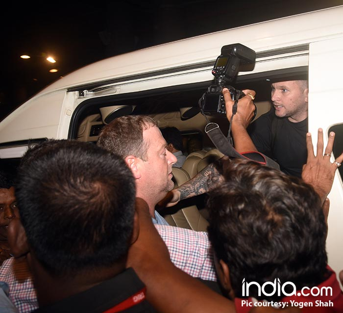 Ed-Sheeran-spotted-at-mumbai-airport-(12)
