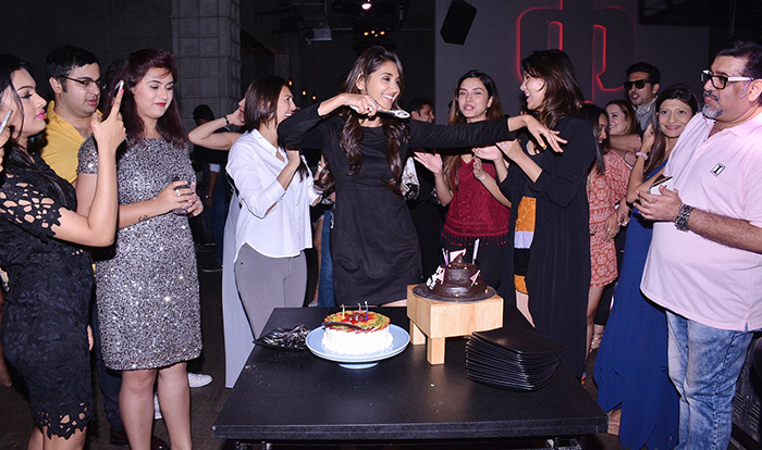 Nikita-does-a-pari-move-before-cutting-her-bday-cake