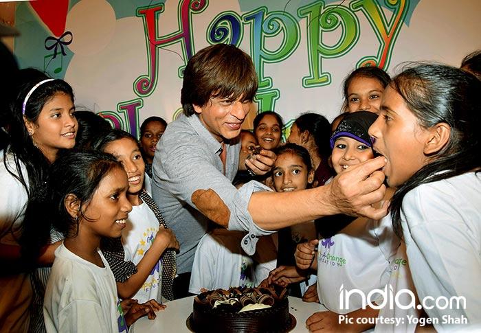SRK-Celebrating-Childrens-Day-(5)