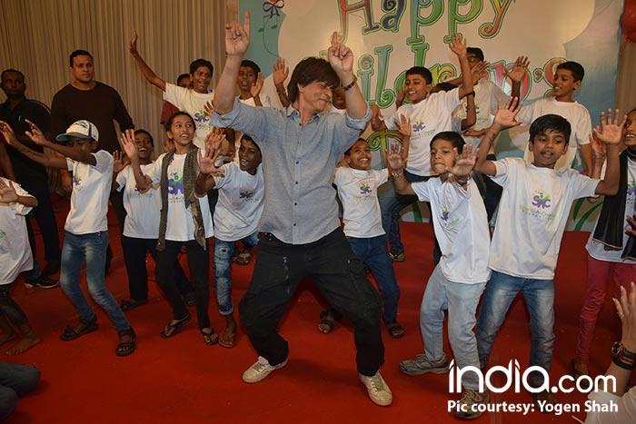 SRK-celebrating-Childrens-Day-(11)