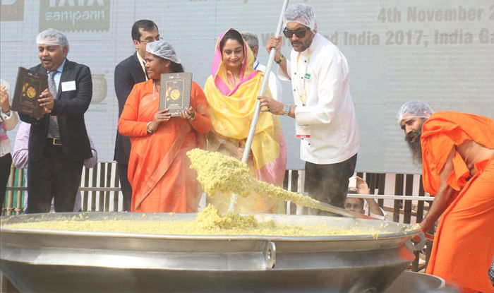 Khichdi enters guinness book of world records chef sanjeev kapoor khichdi enters guinness book of world records chef sanjeev kapoor baba ramdev adds the tadka india news india forumfinder Images