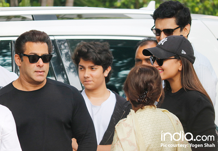 Salman Khan and Sonakshi Sinha visit Delhi for Dabangg tour