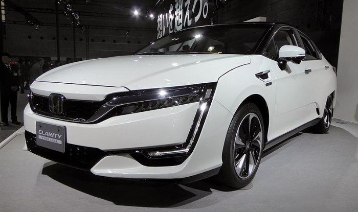 800px-Osaka_Motor_Show_2015_(202)_-_Honda_CLARITY_FUEL_CELL