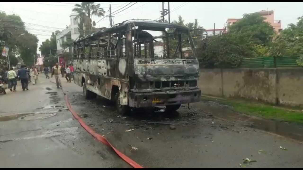 Allahabad_Bus_Fire2