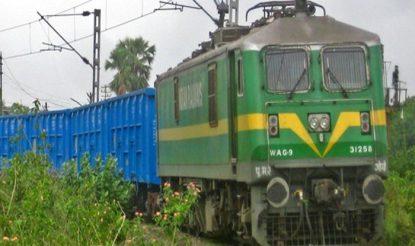 अभी रेलवे माल ढुलाई के लिए डब्ल्यूएजी-9 इंजन का करती है इस्तेमाल. (फोटो साभारः भारतीय रेल)