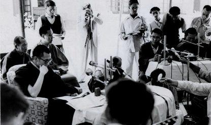 परम पावन दलाई लामा का 1959 में मसूरी, भारत में पहला प्रेस सम्मेलन, जिसमें उन्होंने 17 बिंदु समझौते को अस्वीकार किया जिस पर 23 मई 1951 को बीजिंग ने हस्ताक्षर करवाए थे. (फोटो साभारः दलाईलामा.कॉम)