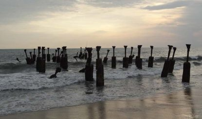 कोझीकोड के समुद्र तट पर्यटकों को आकर्षित करते हैं. (फोटो साभारः केरलटूरिज्म)