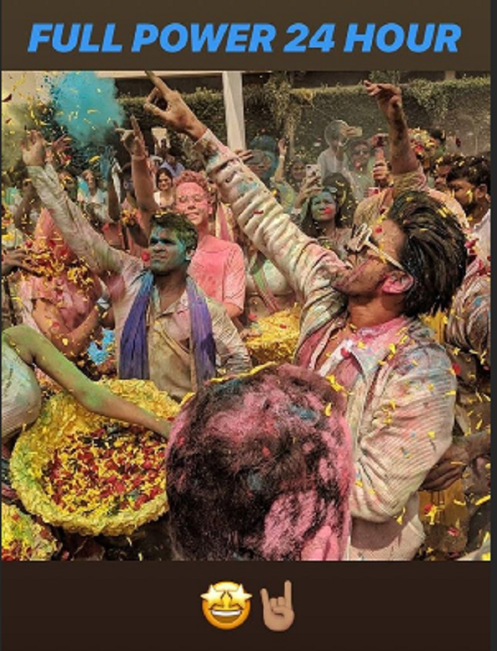 0b2670f003eec Holi 2018   Ranveer Singh Celebrates The Festival Of Colours With ...