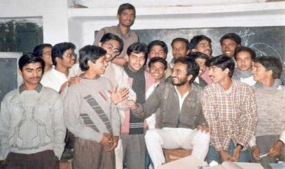 सुनहरी यादें - अपनी संस्था के बच्चों के साथ आनंद कुमार. (फोटो साभारः सुपर 30)